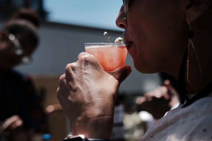 La combinaison boisson alcoolisée de l'alcoolisme et bien-être