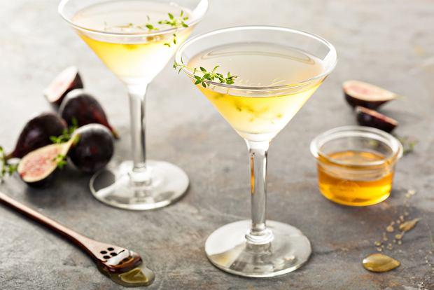 Cocktail avec vodka - coca - caramel - tonic